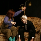 Mme Arcati versetzt Edgar in Trance.